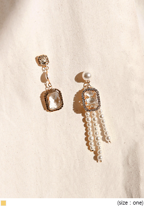 [JEWELRY] PEARL CRYSTAL UNBAL EARRING