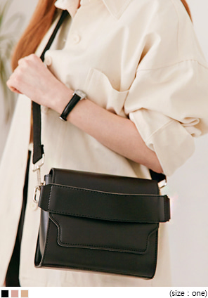 [BAG] STRAP SQUARE SHOULDER BAG