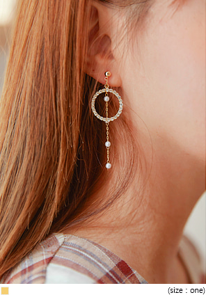 [JEWELRY] LEIRA CIRCLE UNBAL DROP EARRING