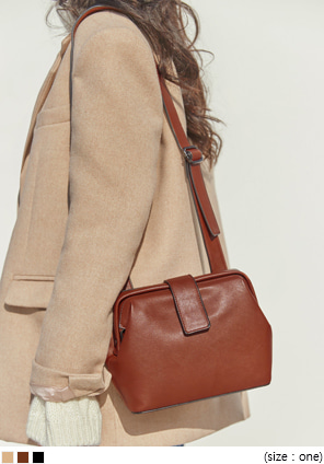 [BAG] NAME BUCKLE SQUARE LEATHER BAG