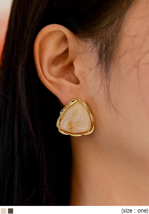[JEWELRY] CENTER TRIANGLE MARBLE EARRING